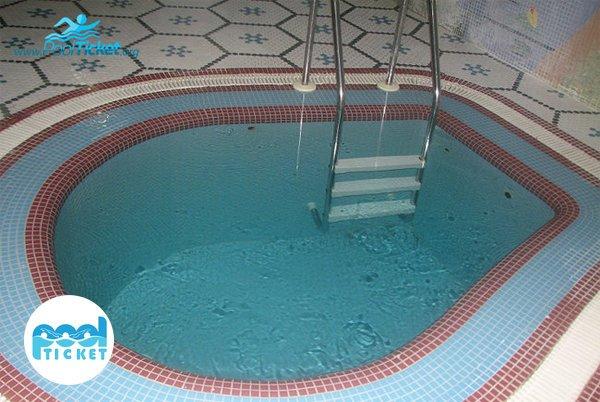 حوضچه آب سرد استخر نشاط - خرید بلیط استخر