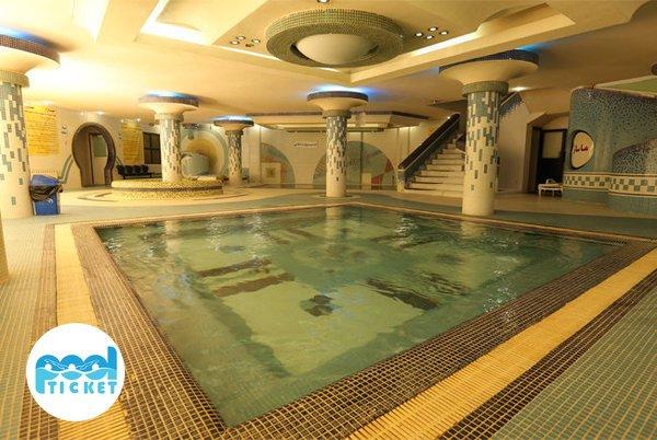 سالن استخر هتل میثاق مشهد