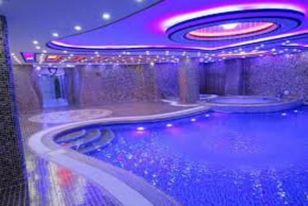 استخر هتل کوروش کرمانشاه