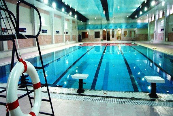 استخر شنا مجموعه ورزشی امیر کبیر کاشان