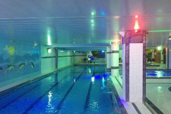 مجموعه آبی  استخر شنا ترنج تهران - پول تیکت