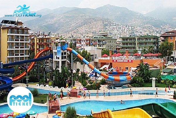 فضای کلی مجموعه آبی آزادگان تهران - پول تیکت