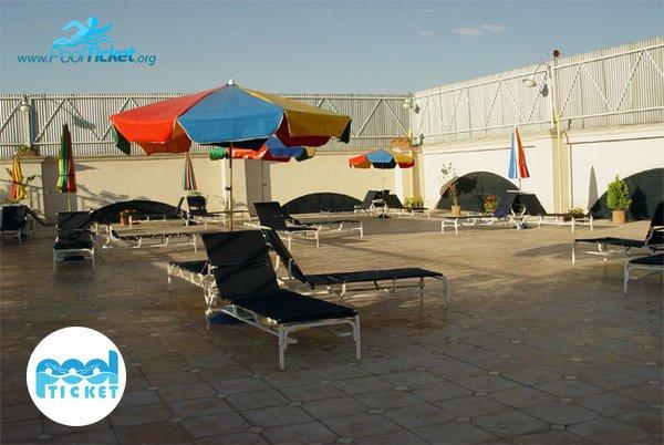 فضای آفتاب گرفتن در استخر ارمغان مشهد - رزرو بلیت استخر